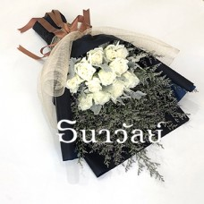 Bouquet of 12 premium long stemmed white roses ช่อยาวกุหลาบขาว 12 ดอก