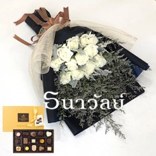 Bouquet of 12 premium long stemmed white roses ช่อยาวกุหลาบขาว 12 ดอก with Godiva Gold discovery chocolate gift box 15 pcs.