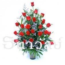 24 Premium long stemmed red roses in a glass vase แจกันกุหลาบ สีแดง 24 ดอก